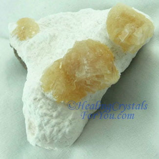 Heulandite on White Mordenite